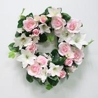 ingrosso vitigno di giglio-Fai da te matrimonio fiore artificiale giglio rosa pianta foglie verdi simulazione ornamento di canna ghirlanda muro partito decor vite architrave fiore