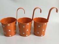 demir bahçe çiçekleri toptan satış-Asılı Bahçe kovaları Balkon Demir Saksı metal Ekici için Nokta tasarım Asılı Kovalar çiftlik evi düğün SF-035O