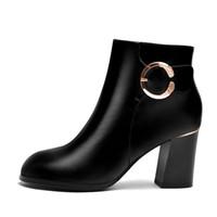 botas gruesas de invierno al por mayor-Otoño e invierno de 2019, nuevo, puntiagudo, grueso y con tacón alto. Martin botas británicas de cuero retro con botas de cuero para mujer.