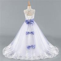 makyaj kemerleri toptan satış-Satışa 2018 Beyaz Sequins Dantel Çiçek Kız Elbise Lace Up Kızlar Pageant Elbise Kemer Custom Made Kolsuz Kız Communion Abiye