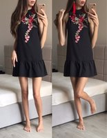 robes noires occasionnelles de cou de licou achat en gros de-Broderie Florale Femmes Robe D'été 2017 Dos Nu Sans Manches Halter Cou Robe Casual Sexy Plage Noir Court Mini Robe Robe