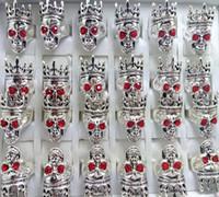 anneau oculaire rouge achat en gros de-30 pcs Red Eye Couronne Cap Skull Anneau Haute Qualité De Mode Biker Squelette Anneau Personnalité Hommes Femmes Partie Bijoux 2018 NOUVEAU HOT RING