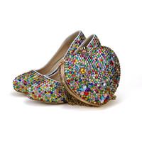 hochzeit schuhe kleine fersen großhandel-Kleine Strass Mix Farbe High Heel Party Schuhe mit Herzform Tasche Hochzeit Brautschuhe Erwachsene Zeremonie Schuhe mit Clutch Bag