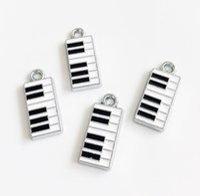 accessoires de piano achat en gros de-10 pcs Émail Piano Accrocher Pendentif Charmes Fit DIY Accessoires Téléphone Bandes Bracelet Ceinture Tags Collier Porte-clés