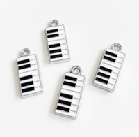 klavierzubehör großhandel-10 stücke Emaille Piano Hängen Anhänger Charms Fit DIY Zubehör Telefon Streifen Armband Gürtel Tags Kragen Keychain