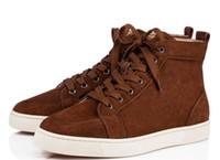 zapatos marrones estilo hombres al por mayor-2018 nuevos zapatos altos populares de cuero genuino marrón Red Bottom estilos casuales Hombres y mujeres Diseñador Sneaker