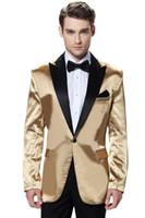 ingrosso vestito nero vestito lucido del girocollo-Brand New Shiny Gold 2 Piece Suit Uomini Tuxdos di alta qualità Smoking dello sposo con Black Peak Risvolto Best Men Blazer (Jacket + Pants + Tie) 610