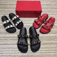 açık parmak sandal topuklu toptan satış-Ücretsiz ulaşım Yaz Terlik Perçinler Açık Toe Platform Sandalet Kadınlar Için Düz Topuk Terlik Plaj Ayakkabı Açık Ayakkabı kadın terlik