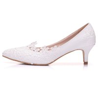 New Fashionl White scarpe a punta per le donne tacco 5cm Lace Flowers scarpe  da sposa scarpe tacco spesso Plus Size 113c35c01d3