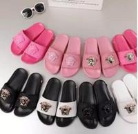 плоские кожаные сандалии оптовых-2018 новые тапочки черный белый Сandles слайды квартиры замша обувь роскошь дизайнер моды натуральная кожа 35-45