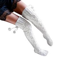 pantimedias de algodón blanco al por mayor-Mujeres de invierno de punto sobre la rodilla bota larga calcetines de algodón muslo calcetines cálidos de alta trenza pantimedias 2017 moda blanco con pompones S1017