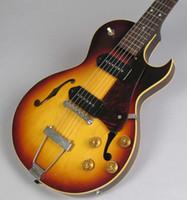 échelles de guitare électrique achat en gros de-ES 140 3/4 taille écaille courte Vintage Sunburst Corps semi-creux guitare électrique Double trous, noir P 90 micros, cordier Trapeze en métal