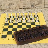 ingrosso modellazione del cuoio-Scacchi internazionali retrò - Figure di guerrieri di terracotta che modellano pezzi degli scacchi di piccole dimensioni - con scacchiera in pelle
