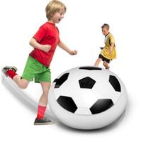 luz pairando venda por atacado-Recém Engraçado LED Luz Piscando Chegada Ar Poder Bola de Futebol Disco Brinquedo De Futebol Interior Na caixa Multi-superfície pairando Deslizamento Brinquedo