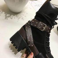 bot içeride kürk toptan satış-Kadın ayak bileği çizmeler dantel-up düz katı yuvarlak ayak parmakları kısa çizmeler cowskin kürk içinde düz moda motosiklet ayakkab ...