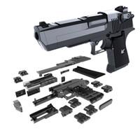 spielzeug gehirne großhandel-DIY Bausteine Spielzeugpistole Desert Eagle Montage Spielzeug Gehirn Spiel Modell Kann Kugeln (Mungbohne) mit Bedienungsanleitung abfeuern Neu eingetroffen
