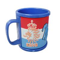 bracelets drapeau national achat en gros de-2018 Russie Coupe du Monde Tasses Drapeau National Football Tasses Souvenirs Eau Potable Tasse de Café Avec Poignée En Plastique Ciment Vente Chaude 7yb WW