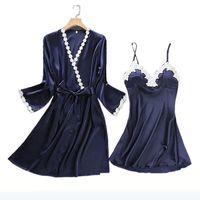 nachtrock sleepwear großhandel-Sexy Stickerei Robe Gown Set Femme Satin Nachtwäsche Home Suit Nacht Röcke Bademantel 2 PCS Suspender Sleepwear 1701 Hohe Qualität