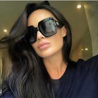 marcas de gafas de sol italia al por mayor-2018 Gafas de sol cuadradas de lujo Mujer Italia Diseñador de la marca Diamante Gafas de sol Mujer Pantalones Vintage de gran tamaño Gafas de mujer Gafas