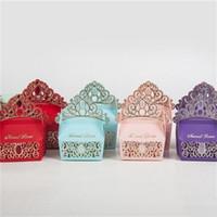 cajas en forma de corona al por mayor-Forma de corona imperial Cajas de regalo de estilo europeo Caja de dulces de papel para bodas Suministros para fiestas de cumpleaños Venta caliente 0 59yq XB