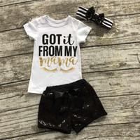 winter baby anzug designs großhandel-Neues Entwurfs-Baby-Mädchen-Kleidungs-gesetzter Buchstabe druckte Kinderausrüstungen Sommer Kurzhülse T-Shirt + Pailletten hose + Stirnband 3pcs / set Klagen