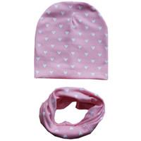 Coon nuevo bebé sombrero otoño invierno niña gorra niño ganchillo gorro  niños amor corazón punto impresión collar de anillo Bufanda bebé tapa niños  ... b6ac0a327fc