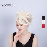 saçları büyüleyici şapkalar toptan satış-Büyüleyici sinamay bayanlar saç fascinator şapkalar için tüy ile kadın yarışları için düğün baş bandı tatil durum şapkalar SYF188