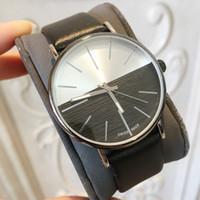 los precios miran los movimientos al por mayor-Artículos calientes 2018 Top Brand Man Leather Watch Diseñador famoso 5 colores negro movimiento de Japón reloj de cuarzo de lujo precio venta al por mayor envío de la gota
