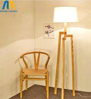 sala de estudio de madera al por mayor-moderna lámpara de pie de pie hermoso diseño de madera lámparas de piso de Japón con pantalla de tela para sala de estar dormitorio comedor estudio
