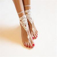 sandalia de baile de boda de marfil al por mayor-Sandalias de marfil blancas de ganchillo descalzo / Zapatos desnudos / Joyas de pie / Accesorio de dama de honor / Zapatos de yoga / Accesorios de playa / Boda en la playa / Danza del vientre
