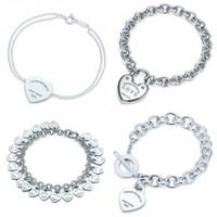 braceletes do projeto elegante venda por atacado-Forma do coração Pulseira Marca 925 Sterling Silver Coração T sinal de Pingente de Design Simples Para As Mulheres Elegantes Jóias Finas logotipo