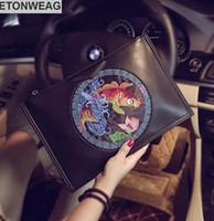 китайские кожаные сумки оптовых-Оригинальный дизайн китайский стиль вышивка рука захватывая мешок улица тенденция кожаный конверт сумка модные вышивка большой емкости