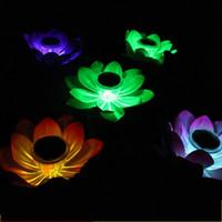 linternas de flores flotantes al por mayor-Energía solar Lotus Lantern Impermeable Falso Artificial Flor Color LED Luz Decoraciones de la boda Lámpara de flotador para el partido Jardín 12cg UU