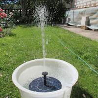 fonte de água jardim alimentado por energia solar venda por atacado-Movido A energia solar 3 Diferentes Cabeças De Pulverização Conjunto Da Bomba De Água Do Jardim Fountain Pond Kit Cachoeiras de Água de Exibição NB0377