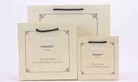 cadeaux commerciaux achat en gros de-Lettre de mode sac en papier cadeau cadeau sac de vêtements cadeau fourre-tout centre commercial 30 * 27 * 12cm