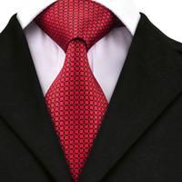 corbata a cuadros negro rojo al por mayor-A-1573 Hi-Tie 2017 Nueva Moda A Cuadros Corbatas para Hombre Corbatas 8.5 cm Negro Seda Roja Para Hombres Trajes de Negocios de Boda Corbatas suaves