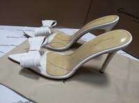kravat partisi ayakkabıları toptan satış-Gianvito Rossi Beyaz Şerit Siyah Papyon Bayanlar Yaz Katır Ayakkabı Yüksek Topuklu Kadın Elbise Düğün Parti PVC Sandalet Terlik Kadın Zapatos