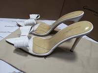 белые свадебные тапочки оптовых-Gianvito Росси Белый Щепка черный Боути дамы летние мулы обувь на высоком каблуке женское платье свадьба ПВХ сандалии тапочки женщины Zapatos
