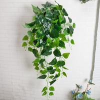 plastic foliage plants achat en gros de-Décoration murale artificielle Verdure Faux Plante Feuille De Lierre Plastique Garland Vigne Fleurs artificielles Faux Mur De Feuillage Suspendus Plantes Vertes De Vert