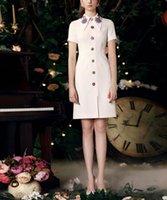 elmas boncuk toptan satış-Pist İtalya Sıcak Kadınlar Parti Elbise 2018 Yeni Boyun Çizgisi Boncuk elmas Düğme Elbise