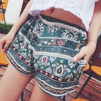 пляжные брюки оптовых-New Summer Style Floral Beading Women Shorts Women Flower Boho Beach Style Shorts Loose Decorated Lady Short Pants Trousers