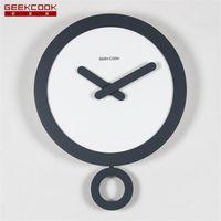 ingrosso moderno swing-Geekcook Nordic Swing Orologio da parete Design moderno Home Decor Orologio da parete digitale Reloj Pared Wood Orologio da cucina Muto 14 pollici