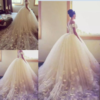 Wholesale flower wrapping sleeves - 2018 Ball Gown Wedding Dresses Off The Shoulder Handmade Appliques Beach Wedding Dress Long Train Tulle Back Lace Up Cheap Bridal Gowns