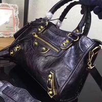 vintage motorrad handtasche großhandel-Klassische weibliche Handtaschen Motorrad Vintage Tasche Schaffell echtes Leder Nieten Geldbörse Damen berühmte Designer Luxus Kette Mini City Taschen