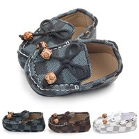 Wholesale leather baby crib shoes - Newborn Baby Girls Boys Leather Crib Shoes Peas Shoes Soft Sole Infant First Walkers