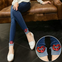 14deb1a4e Nuevos pantalones vaqueros de maternidad ropa pantalones de algodón de alta  calidad para mujeres embarazadas labios rojos Denim embarazo Jeans  pantalones ...