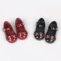 matorrales zapatos al por mayor-2D79 2018 Nueva marca de lujo de moda para niños zapatos niñas princesa Shine negro y plateado de cuero genuino fiesta Casual Scrubs al aire libre