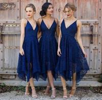 vestidos de longitud de té azul real al por mayor-Nuevos vestidos de dama de honor Royal Blue Lace 2018 V Neck Backless Tea Length Sirvienta de honor Country Damas de honor Wedding Guest Gowns BA4085