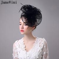 ingrosso cappelli nuziali nuziali della piuma bianca della piuma-JaneVini 2018 piume di pizzo di alta qualità cappelli di Fascinator Womens cappelli da sposa di cerimonia nuziale del fiore cappelli del partito di sera bianco