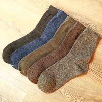 laine de haute qualité chaussettes hommes achat en gros de-Chaussettes en coton épais pour hommes Chaussettes chaudes en hiver spéciales et de haute qualité pour hommes Harajuku Retro Warm Wool Dress Chaussettes 5 paires / lot
